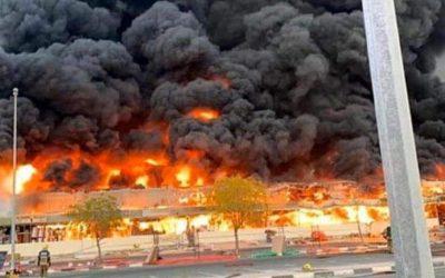 بالصور..اندلاع حريق مهول في سوق شعبي بالامارات