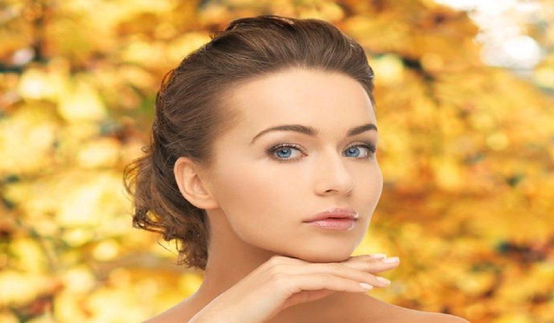 4 مستحضرات تجميلية تحتاجها بشرتك في فصل الخريف