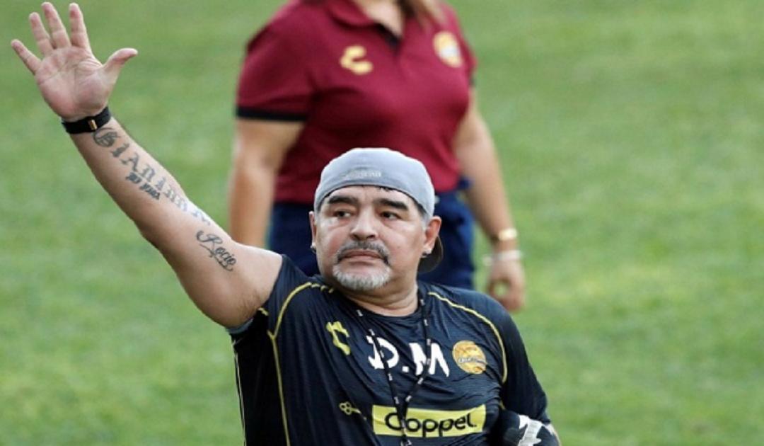 مارادونا يخضع للحجر الصحي بعد مخالطته أحد المصابين