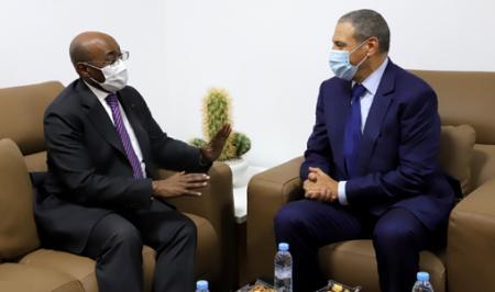وزير الخارجية للغابون يجدد موقف بلاده الثابت للوحدة الترابية المغربية من العيون