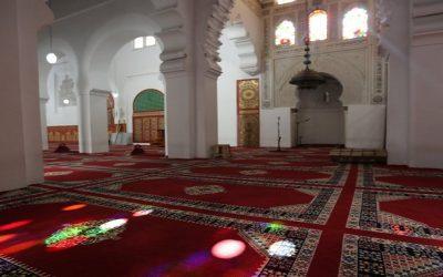 أئمة المساجد يستنكرون قرارات وزارة الأوقاف التي حرمتهم من مستحقاتهم