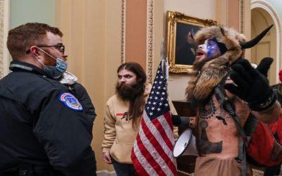 إعتقال أكثر من 100 شخص على علاقة باقتحام الكونغرس الأمريكي