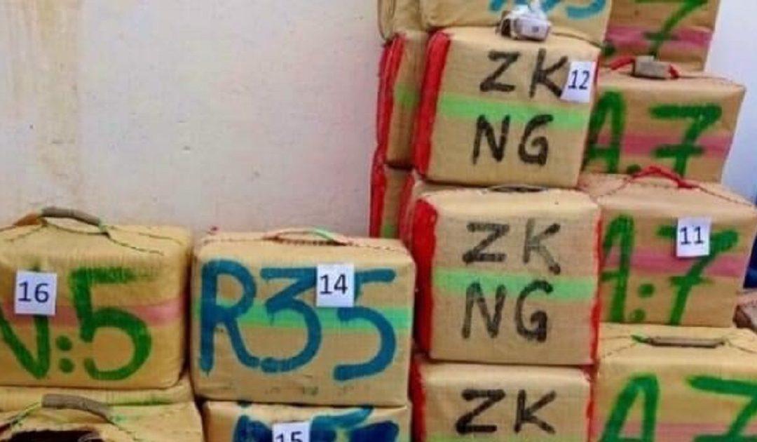 شرطة الحسيمة تحبط تهريب أزيد من طن من مخدر الشيرا وتوقف متورطا في العملية