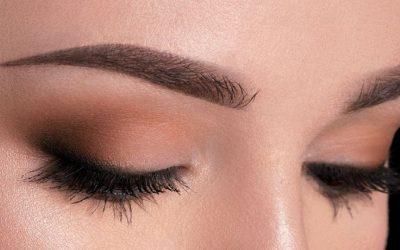 ماكياج عيون ملفت يلائم مختلف مناسباتك