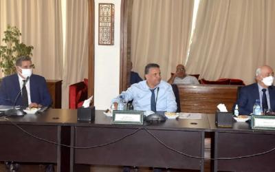عبد اللطيف وهبي يخرج عن النص ويهين الصحفيين بطريقة مستفزة
