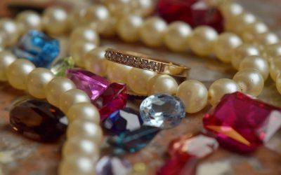 إدارة الجمارك تدعو تجار المعادن الثمينة والأحجار الكريمة لتقديم المعلومات حول الأنشطة المشبوهة